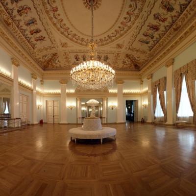 Танцевальный зал, источник фото: https://www.yusupov-palace.ru/ru/services/halls