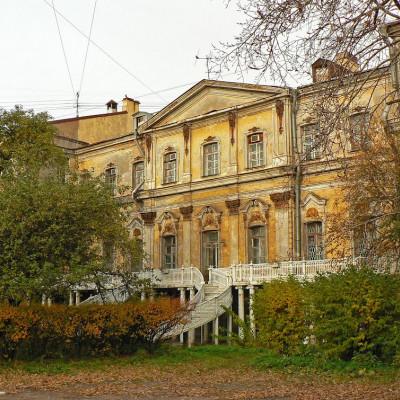 Усадьба Демидовых с чугунной верандой. Источник фото: panoramio.com