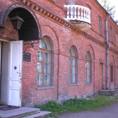 Крыльцо музея Приютино, источник фото: Wikimedia Commons Автор: Elo4kam