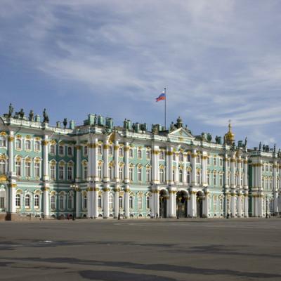 Зимний дворец, вид с Дворцовой площади, источник фото: https://vk.com/hermitage_museum