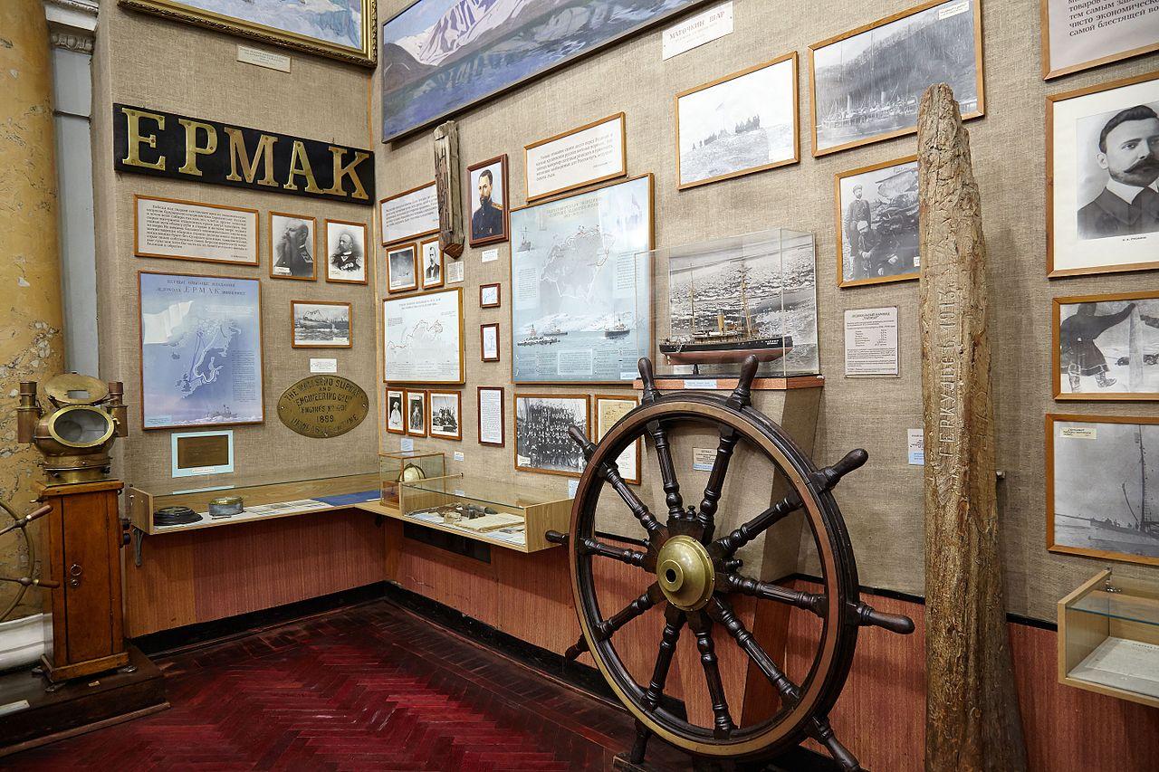 "Штурвал ледокола ""Таймыр"". Автор фото: Zhuravlik (Wikimedia Commons)"