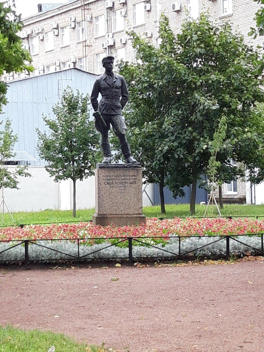 Памятник Александру Кондратьеву, фото с сайта M.2gis.ru