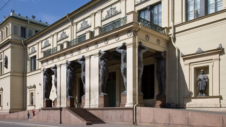 Теребеневская (Парадная) лестница и портик с атлантами