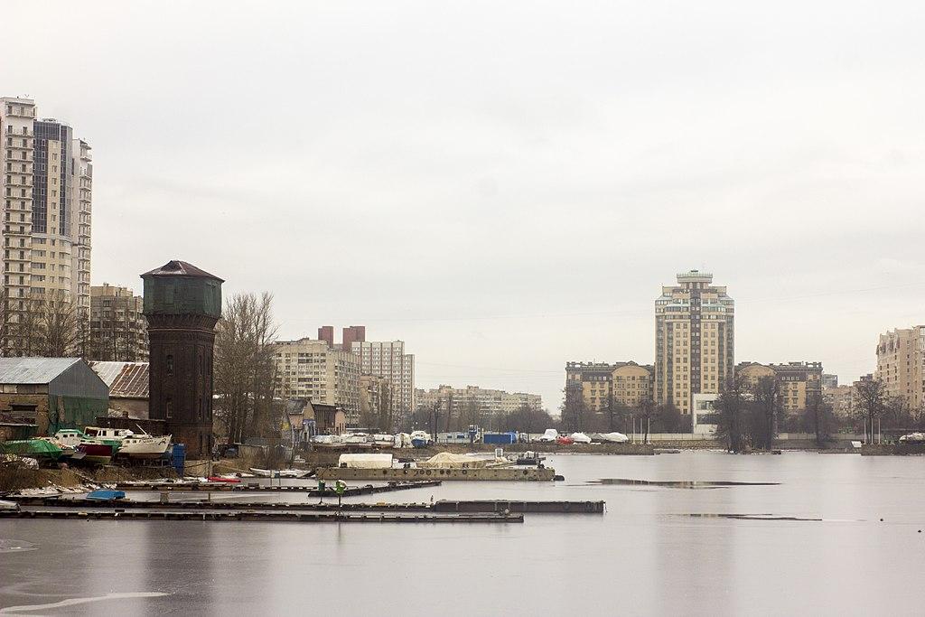 Панорама Галерной гавани на В.О. Фото: Alexey Komarov (Wikimedia Commons)
