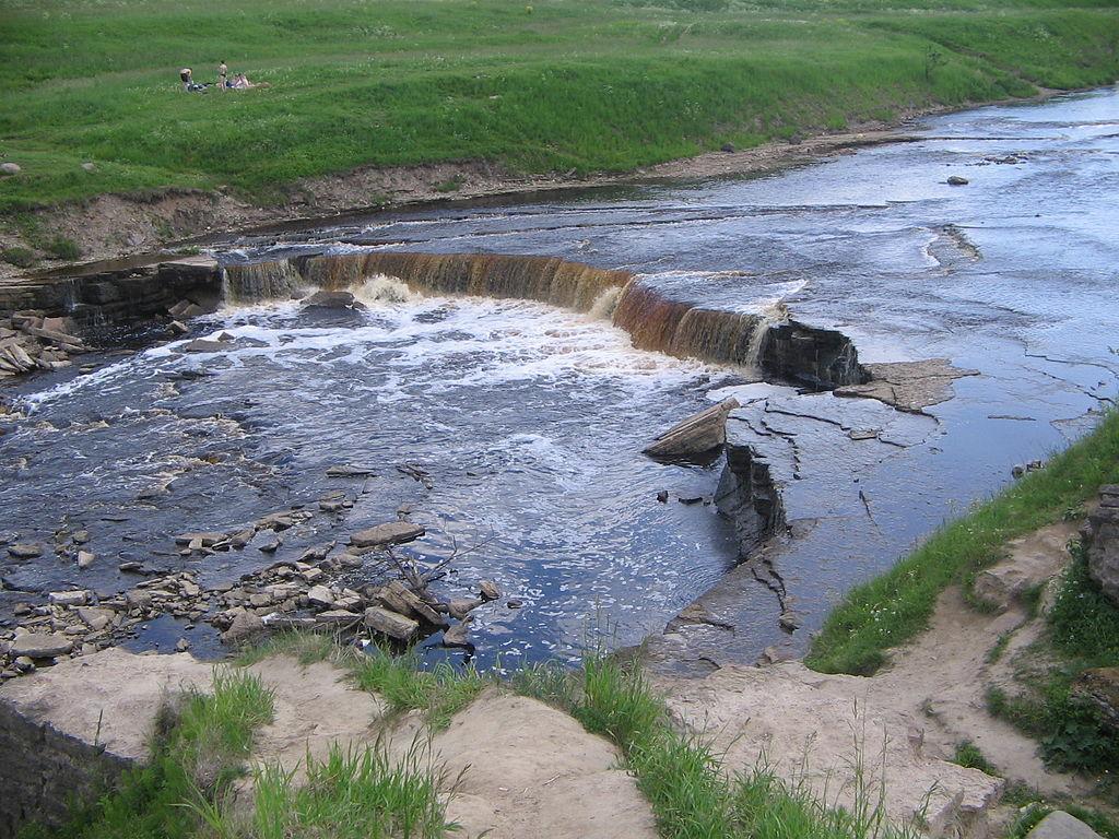Тосненский водопад. Фото: Yahont (Wikimedia Commons)