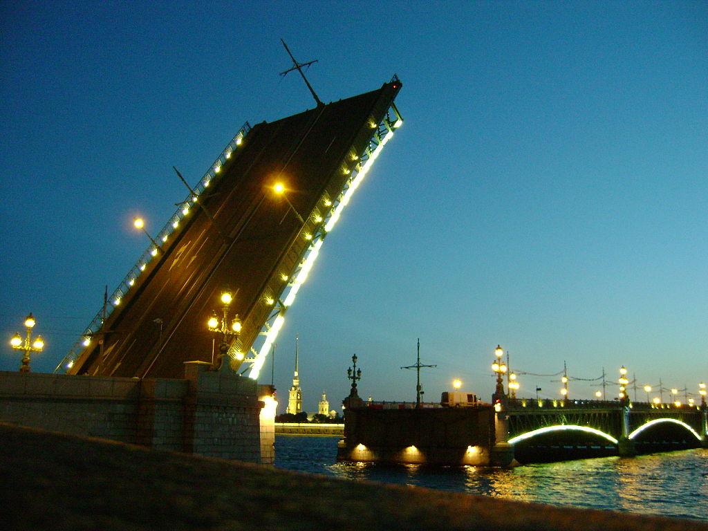 Троицкий мост. Фото: Армонд (Wikimedia Commons)