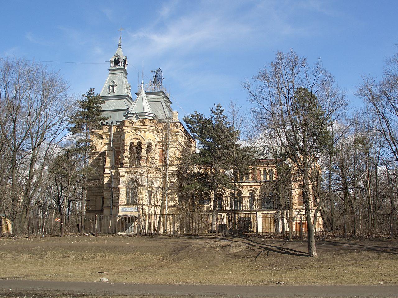 "Усадьба генерала Чернова ""Сосновка"". Автор фото: Batareikin (Wikimedia Commons)"