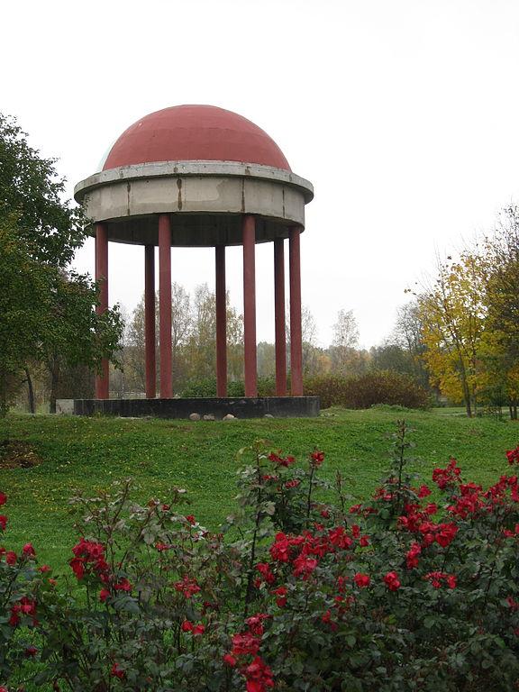 Павильон в парке имения Марьино. Фото: Aulitin (Wikimedia Commons)