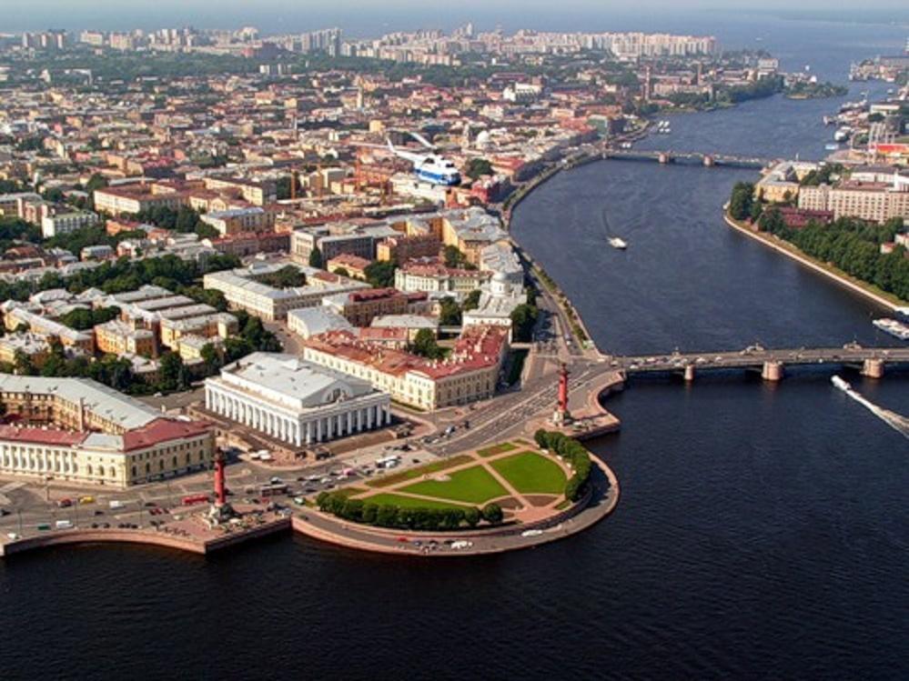 Васильевский остров входит в тройку самых больших островов Санкт-Петербурга.