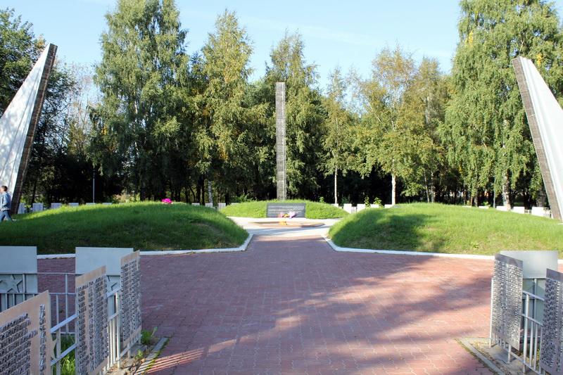 Мемориальный комплекс: проспект Победы, сквер недалеко от ж/д вокзала, Кириши, Киришский район, Ленинградская область. Фото: Norimixam