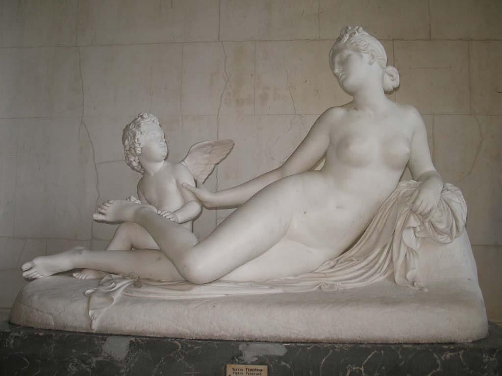 """""""Венера и Амур, вынимающий ей занозу из ноги"""", Пьетро Тенерани, источник фото: http://www.hermitagemuseum.org/wps/portal/hermitage/digital-collection/06.+Sculpture/50065"""