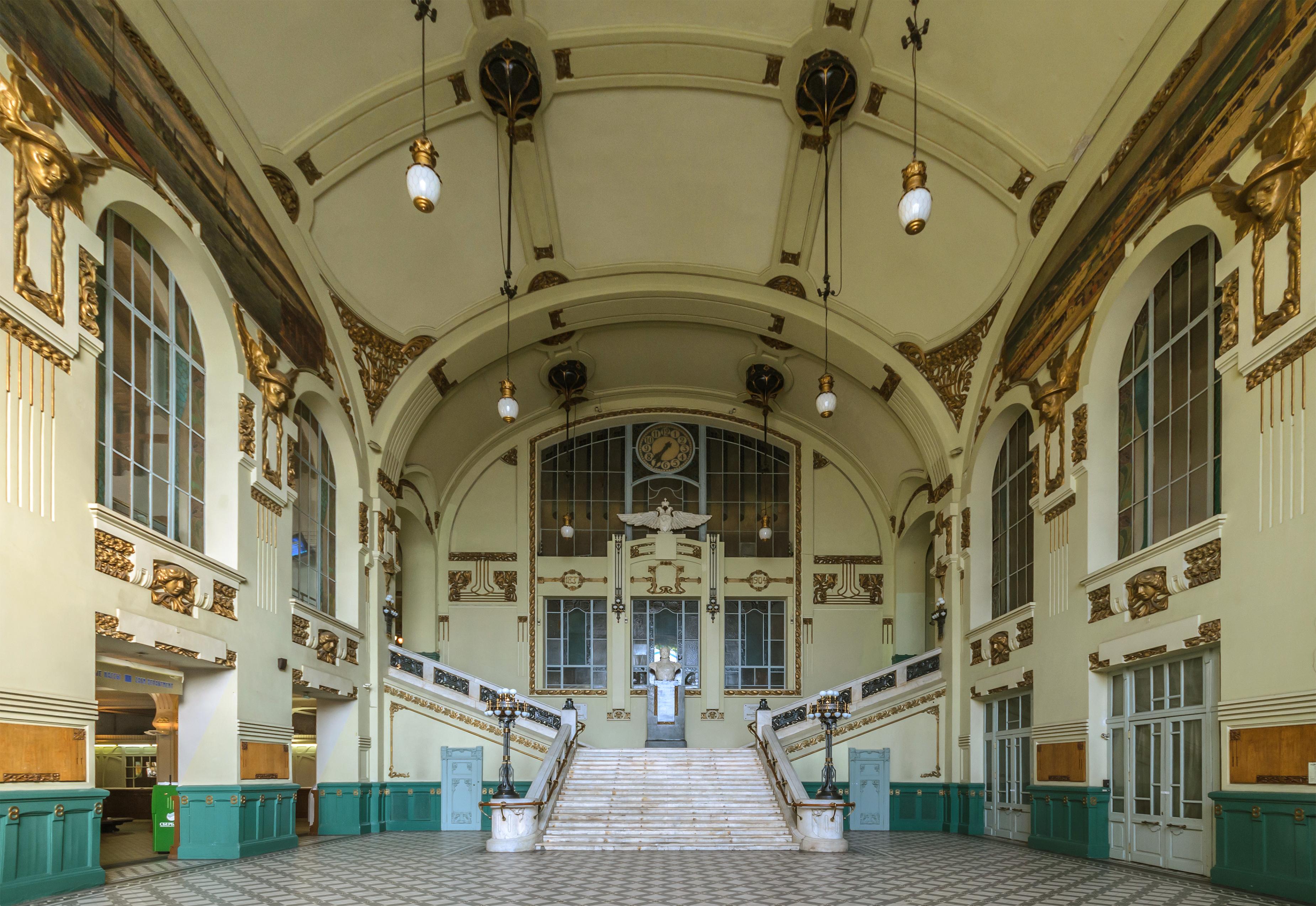 Вестибюль Витебского вокзала в Санкт-Петербурге. Фото: Florstein (WikiPhotoSpace)
