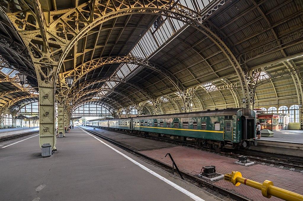 Вестибюль Витебского вокзала (Дебаркадер) Фото: Florstein (WikiPhotoSpace)