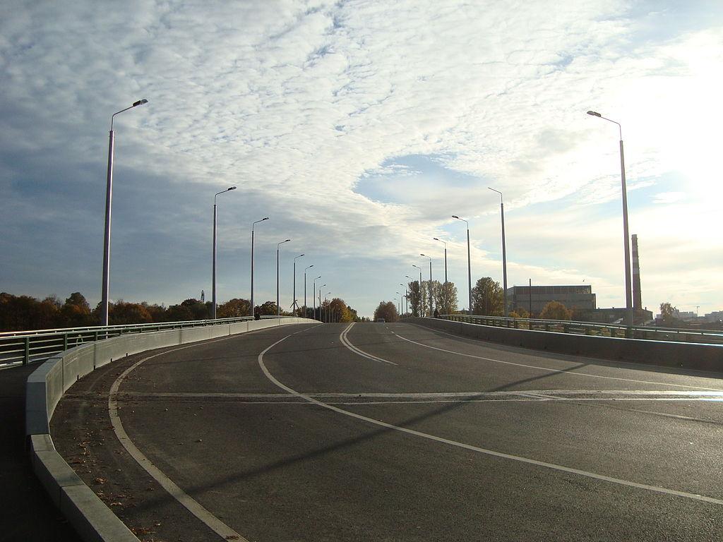 Въезд на Большой Петровский мост с Крестовского острова. Фото: Wagon (Wikimedia Commons)