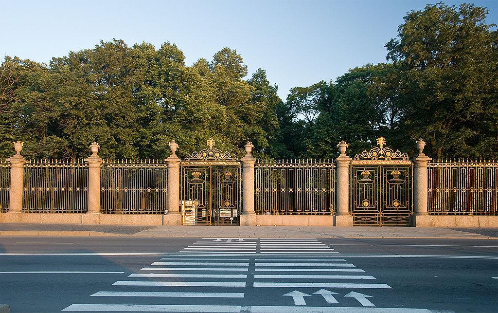 Решётка Летнего сада — один из символов Санкт-Петербурга. Автор фото: George Shuklin (Wikimedia Commons)