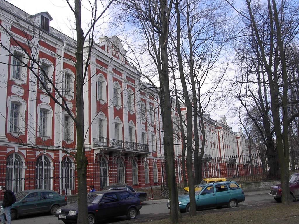 Менделеевская линия. Здание 12-ти Коллегий. Автор: Aleksander Razumov, Wikimedia Commons