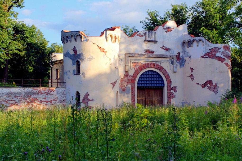 Ворота-руины. Фото: tsarselo.ru