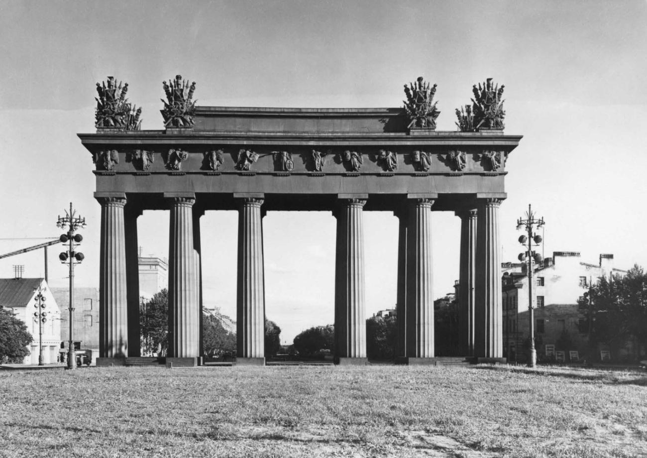 Московские Триумфальные ворота, фото с сайта Slovar.wikireading.ru
