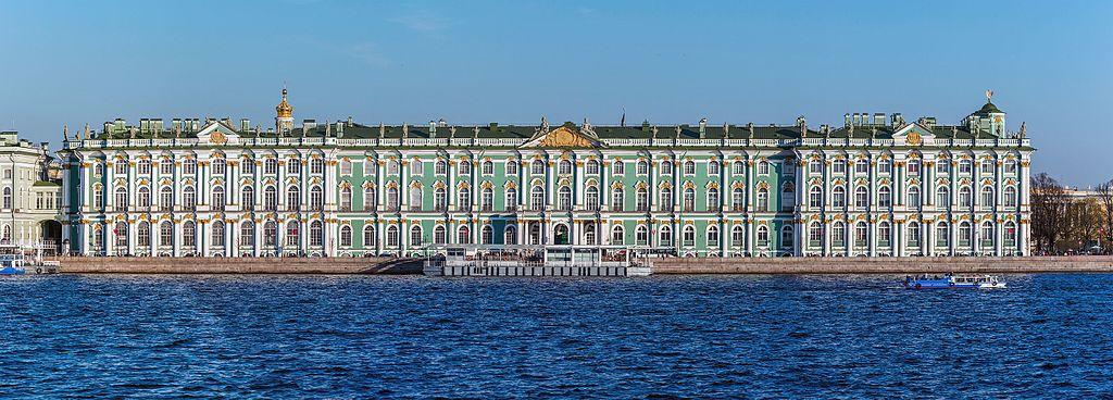 Зимний Дворец, вид с акватории реки Невы. Автор фото: Florstein (WikiPhotoSpace)