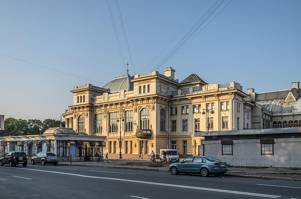 Западный фасад здания Витебского вокзала. Фото: Florstein (WikiPhotoSpace)