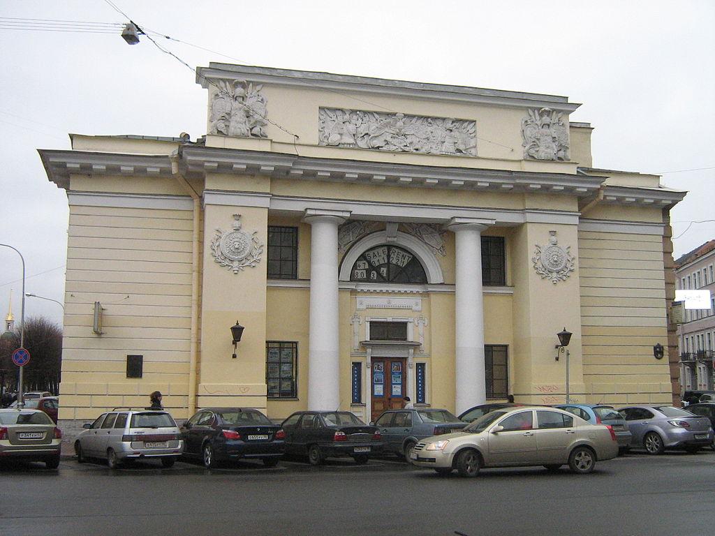 Здание конюшен (восточный корпус) Михайловского замка. Фото: Peterburg23 (Wikimedia Commons)