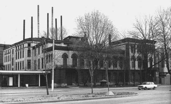Здание Механического завода Нобеля, источник фото: http://www.ipetersburg.ru/pamyatnik-alfredu-nobelyu