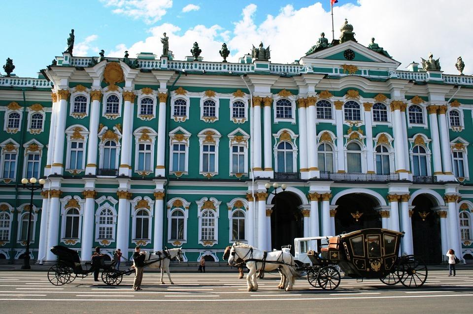 Зимний Дворец, источник фото: https://pixabay.com/ru/зимний-дворец-turqouiose-и-белый-215727/